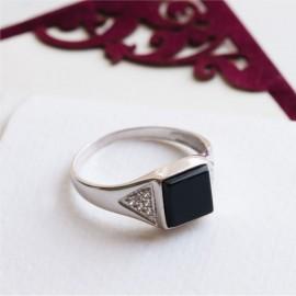 Мужское серебряное кольцо перстень с черным ониксом и белыми фианитами Трио
