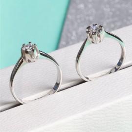 Серебряное кольцо с одним камнем Бутон с Сердечками