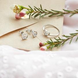 Серебряное кольцо Сердце с тремя фианитами внутри