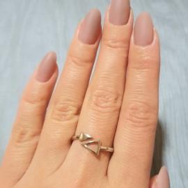 Серебряное кольцо два Треугольника без камней