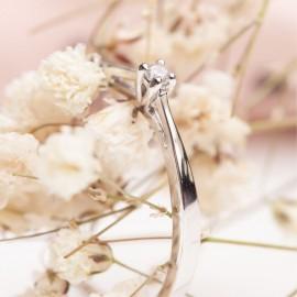 Серебряное кольцо с одним камнем Лучик