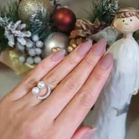 Серебряное кольцо с жемчугом и фианитами Улыбка