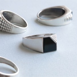 Мужское серебряное кольцо перстень с черным ониксом и белыми фианитами День и Ночь
