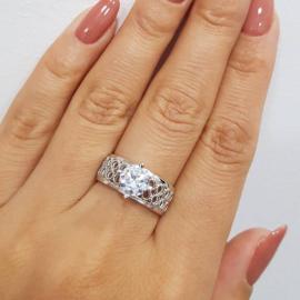 Серебряное кольцо с одним камнем Сферы